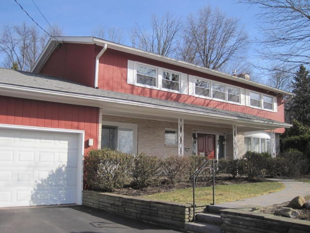 605 Country Club Dr, Bloomsburg