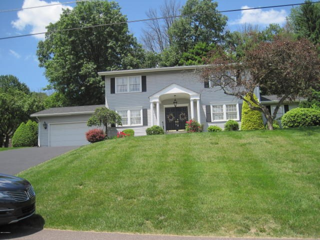 603 Country Club Dr, Bloomsburg